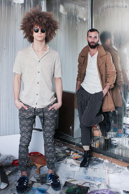 מוסך. בגדי יד שנייה מארונותיהם של למעלה מ-60 גברים, לצד פריטי מעצבים (צילום: ליאור שליק)