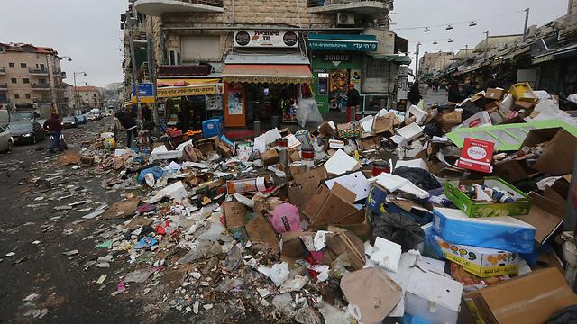 הזבל ברחובות ירושלים במהלך השביתה (צילום: גיל יוחנן) (צילום: גיל יוחנן)