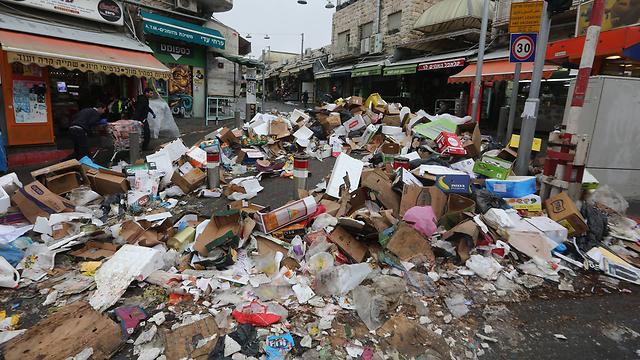 ערימות אשפה בשביתת פועלי התברואה בירושלים (צילום: גיל יוחנן) (צילום: גיל יוחנן)