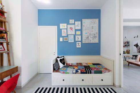 לחדר יש גם דלת רגילה, כך שבעתיד יוכל להפוך לחדר שינה רגיל של אחד הבנים (צילום: גדעון לוין)