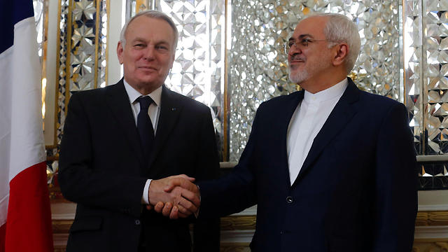 Then-French Foreign Minister Jean-Marc Ayrault meeting with his Iranian counterpart Mohammad Javad Zarif in 2017 (Photo: AFP)