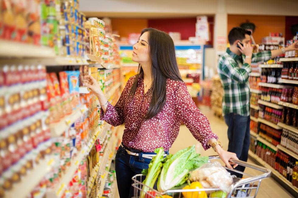 """לשאול את השאלות החשובות ביותר עבור הצרכנים. המדור השבועי של """"לאשה"""" בודק עבורכם את רבבות המוצרים שעל המדפים (צילום: Shutterstock)"""