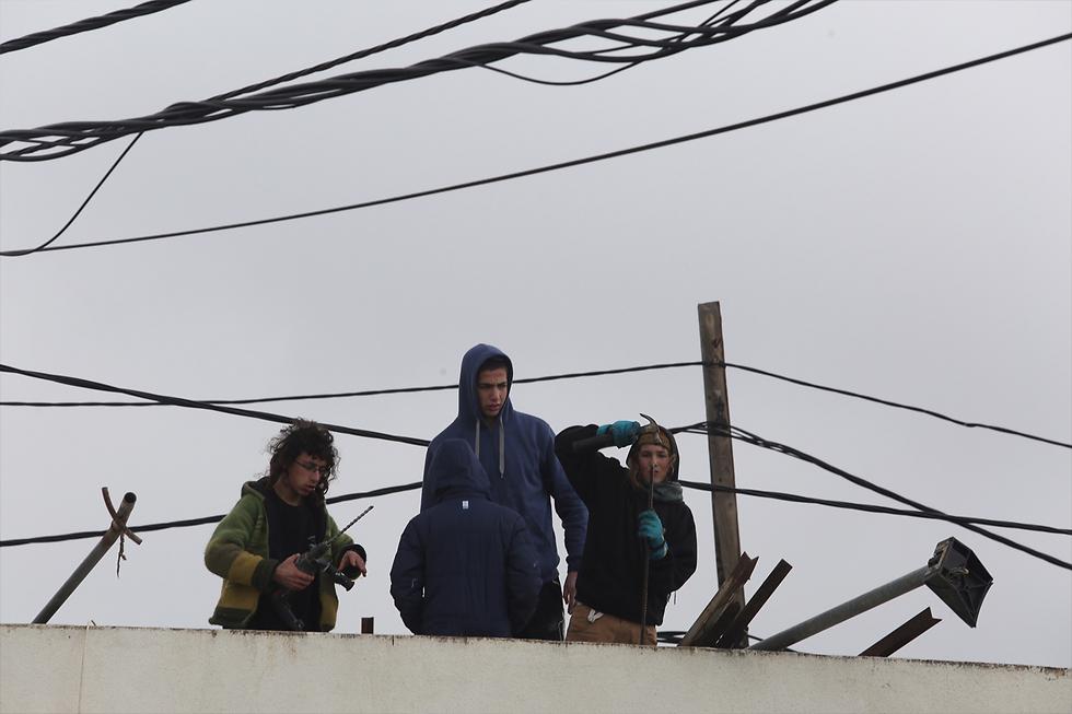 Amona residents (Photo: Gil Yohanan)