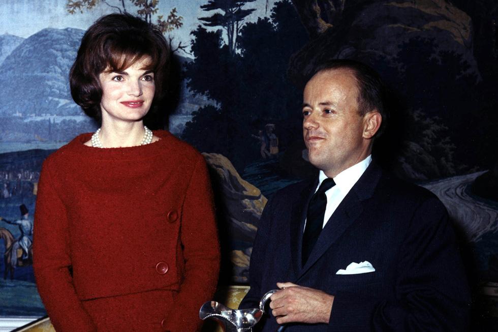 חליפות החצאית והקארה הנאה זכורים לא פחות ממשבר הטילים עם קובה. ג'קי קנדי, 1961 (צילום: Gettyimages)