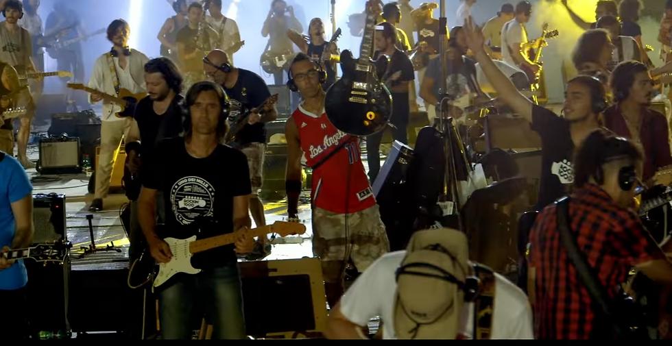 גבר, 'תה בא אלי אחר כך, נראה פארקר לואיס? (מתוך הוידאו) (מתוך הוידאו)