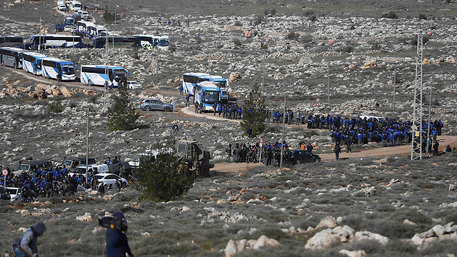 Police forces in Amona. The residents built a glorious community, but even back then they were already informed that the settlement was illegal (Photo: AFP)