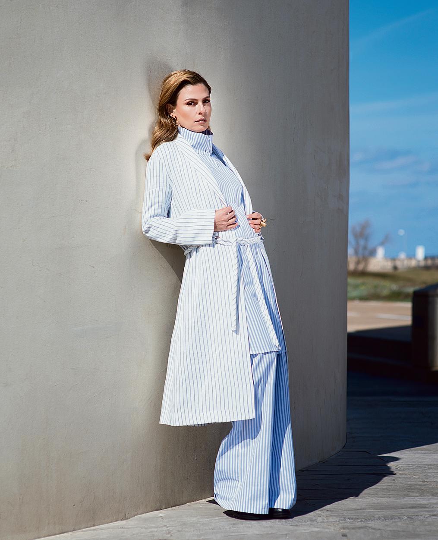 מכנסיים, טוניקה ומעיל: מאיה נגרי | עגילים: רובי סטאר | טבעת: גיל זהר