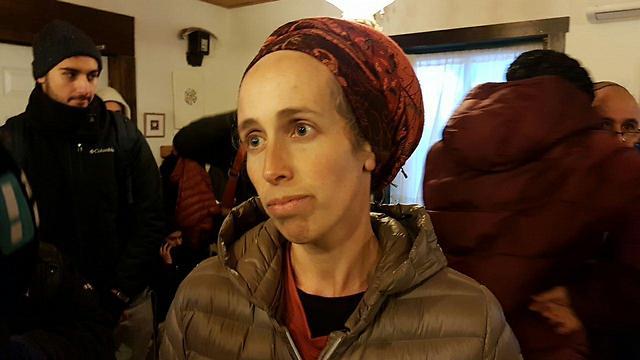 Tamar Nizri in her Amona house (Photo: Kobi Nachshoni)