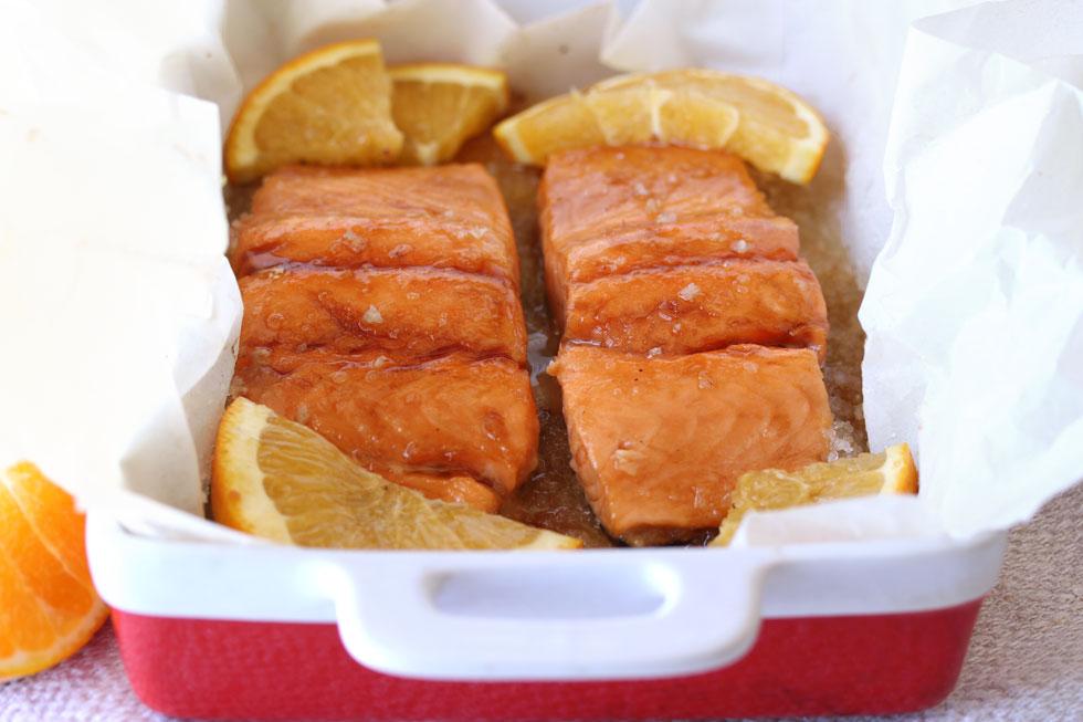 סלמון בתנור בתפוזים וסילאן (צילום, סגנון והכנה: אסנת לסטר)