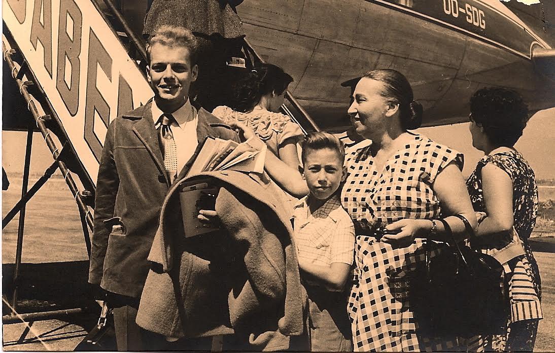 """סמל עם אמו רבקה ואחיו עדי ז""""ל (צילום: מהאלבום הפרטי) (צילום: מהאלבום הפרטי)"""