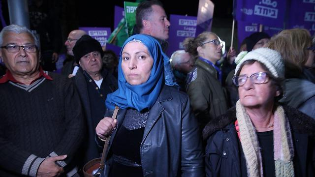 """האלמנה של אבו אל קיעאן (במרכז). """"דורשים לדעת את האמת"""" (צילום: מוטי קמחי) (צילום: מוטי קמחי)"""