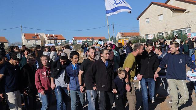 העצרת נגד הפינוי בעפרה, היום (צילום: מוטי קמחי) (צילום: מוטי קמחי)