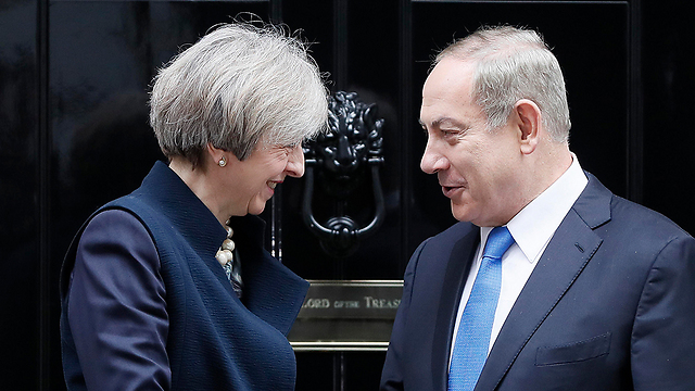 Netanyahu meets May outside her residence in Downing Street (Photo: AP) (Photo: AP)
