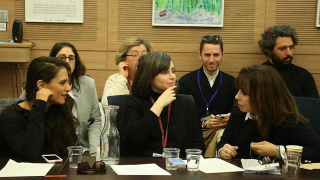 ירדנה ארזי, איה כורם ומירי מסיקה בוועדה (צילום: גיל יוחנן ) (צילום: גיל יוחנן )