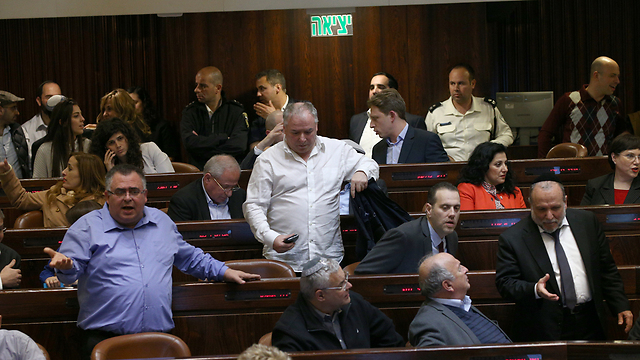 Knesset members arguing during the reading for the Regulation Bill (Photo: Ohad Zwigenberg) (Photo: Ohad Zwigenberg)