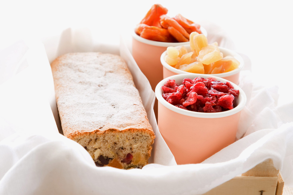 עוגת פירות מיובשים ואגוזים  (צילום: דני לרנר, סגנון: חמוטל יעקובוביץ')