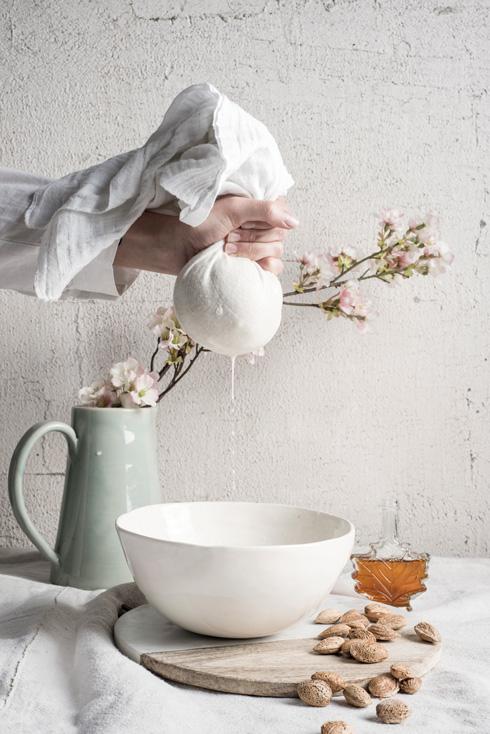 חלב שקדים מזין בסחיטה ביתית (צילום: בן יוסטר, סגנון: דיאנה לינדר)