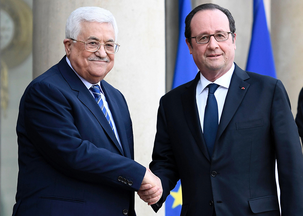 Mahmoud Abbas and Francois Hollande (Photo: AFP)