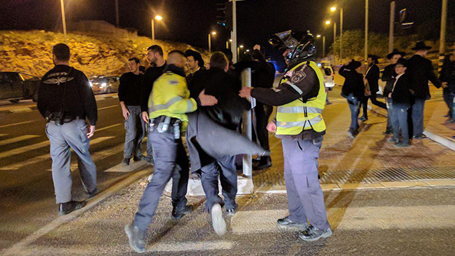 Haredim stage protest in Shilat Junction (Photo: TPS)