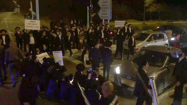 Photo: Aviv Malcha (Protestors blocking taffic (Photo: Aviv Malcha))