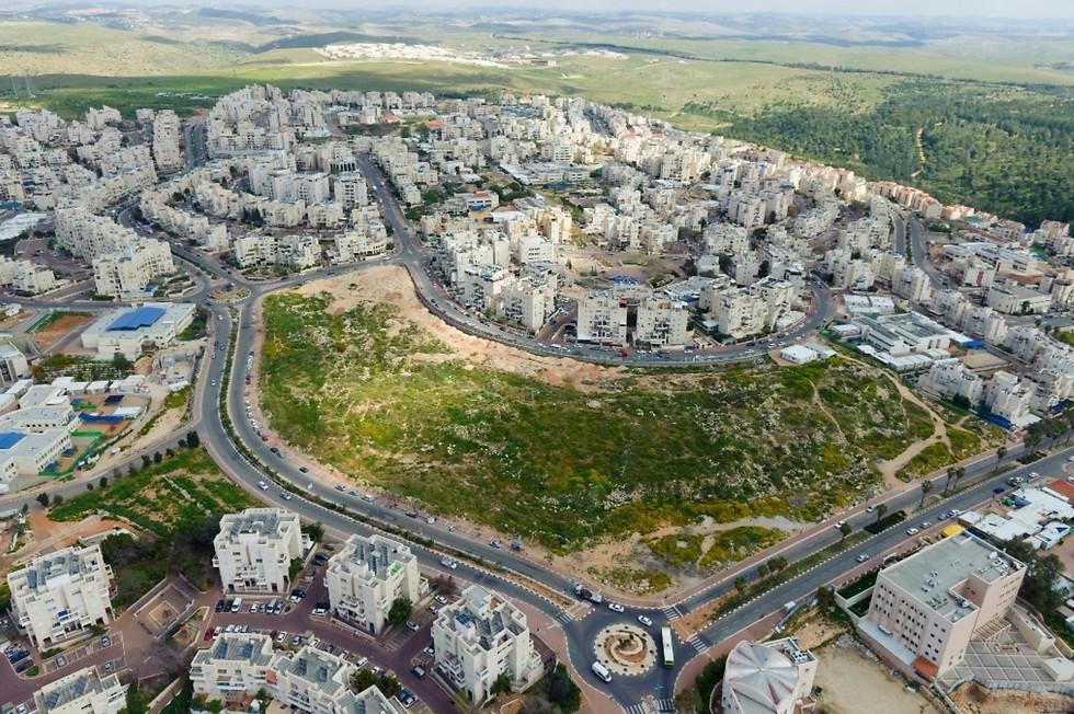 מבט מלמעלה על השטח שבו ייבנה מרכז התעסוקה החדש (צילום: ישראל ברדוגו) (צילום: ישראל ברדוגו)
