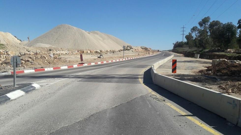 כביש הגישה החדש בעיר אלעד (צילום: ישראל ברדוגו) (צילום: ישראל ברדוגו)