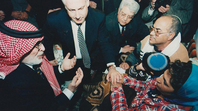 King Hussein in rare visit to Israel in 1997 to express his condolences to the girls' parents (Photo: Eyal Fisher)