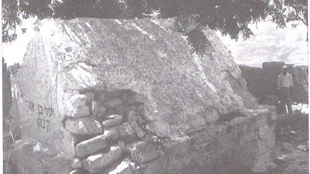 """קבר אלעזר, עם שחרורו בשנת 1967 (באדיבות מוע""""ז שומרון)"""