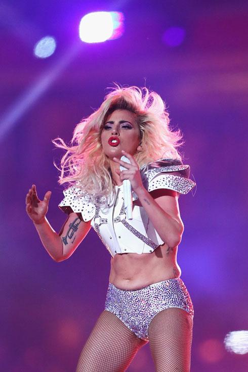 """""""שמעתי שהגוף שלי עומד במרכזה של מחלוקת, אז רציתי להגיד שאני גאה בו מאוד"""". ליידי גאגא בסופרבול (צילום: Gettyimages)"""