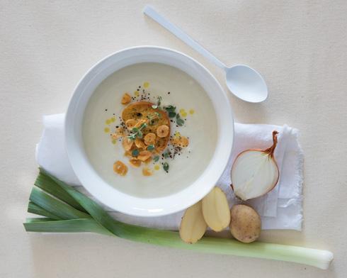 מרק לבן (צילום: יוסי סליס, סגנון והכנה: נטשה חיימוביץ')