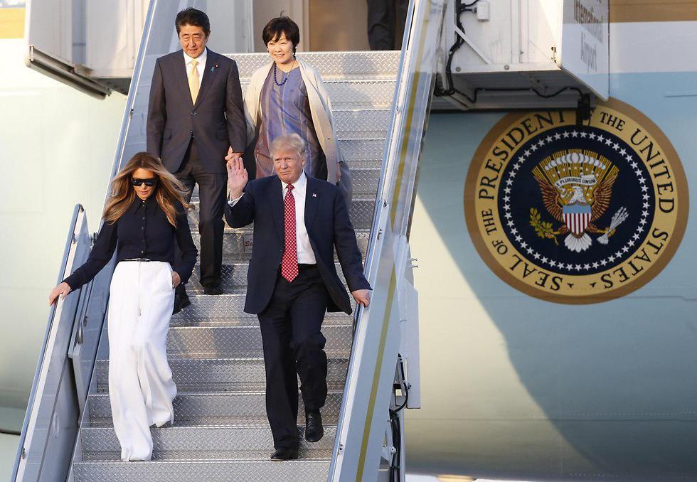 """""""הם זוג נהדר!"""". טראמפ מחמיא לשינזו ואקי אבה (צילום: EPA) (צילום: EPA)"""