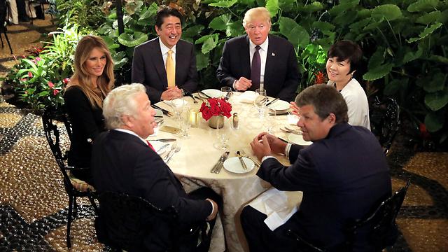 ארוחת הערב באחוזה של טראמפ בפלורידה (צילום: רויטרס) (צילום: רויטרס)