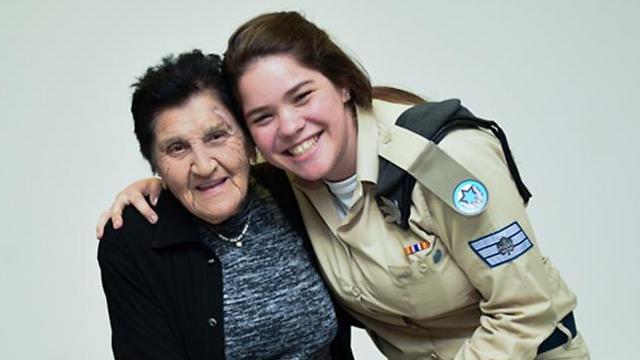 """בעקבות סבתא רבא, """"היא מודל לחיקוי"""". סמ""""ר אופק גרינברג נוה  (צילום: דובר צה""""ל)"""