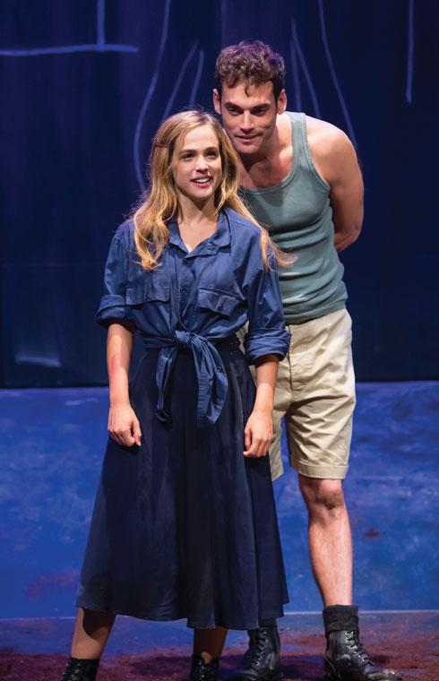 """עדיין זוג, על הבמה. """"הוא הלך בשדות"""", לצד האקסית רודברג (צילום: כפיר בולוטין)"""
