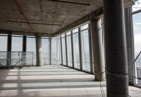 דוגמה למורכבות התכנונית, היא העובדה שהעמודים משנים את מיקומיהם בכל קומה. בין המיקום בקומה התחתונה למיקום בקומה העליונה ביותר - העמוד זז כ-20 מטר (צילום: אינסה ביננבאום)