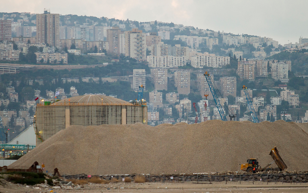The Haifa Chemicals ammonia vat (Photo: Ido Erez) (Photo: Ido Erez)