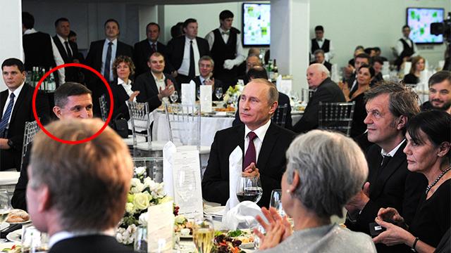 פוטין ולשמאלו מייקל פלין באירוע שארגנה רשת RT ב-10 בדצמבר 2015  (צילום: verola.livejournal.com)