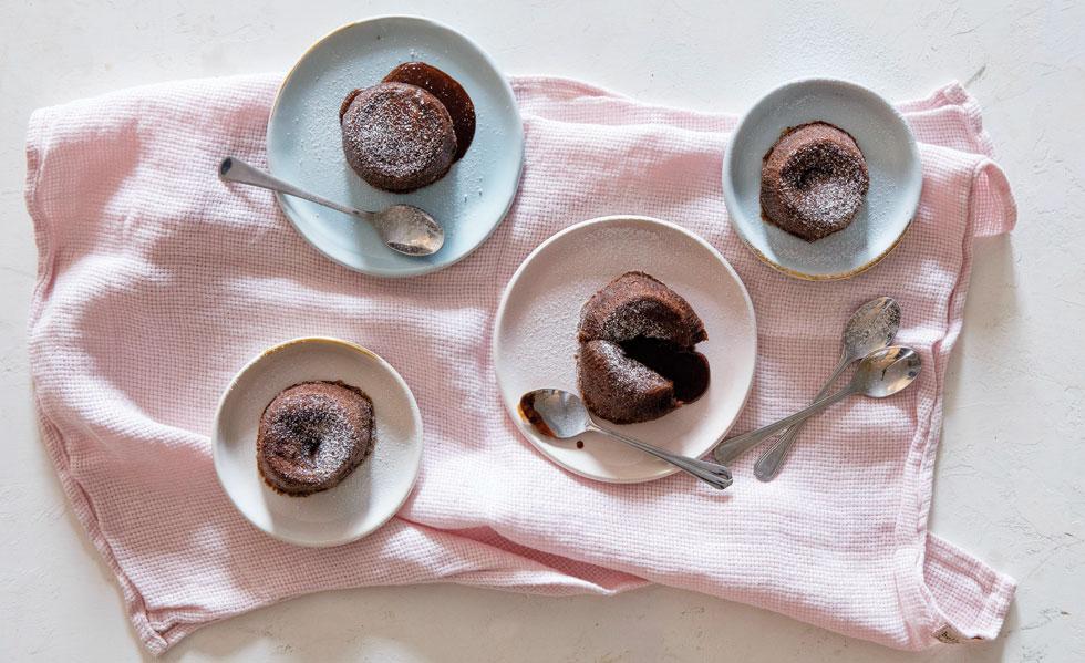 עוגת שוקולד חמה (צילום: יוסי סליס, סגנון: נטשה חיימוביץ')
