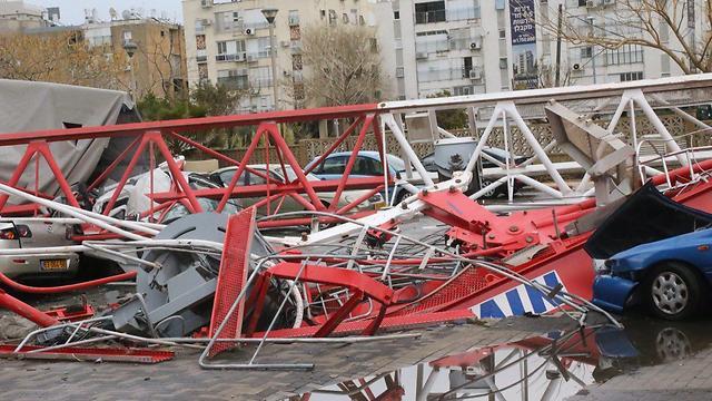 ההרס אחרי קריסת המנוף (צילום: מוטי קמחי) (צילום: מוטי קמחי)