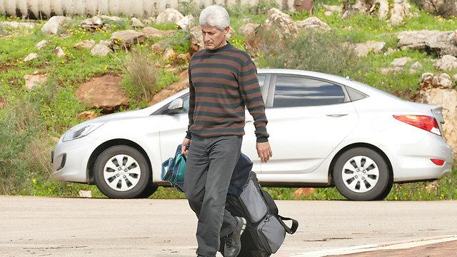 יוסף בדרכו לכלא בשנה שעברה (צילום: אפי שריר) (צילום: אפי שריר)