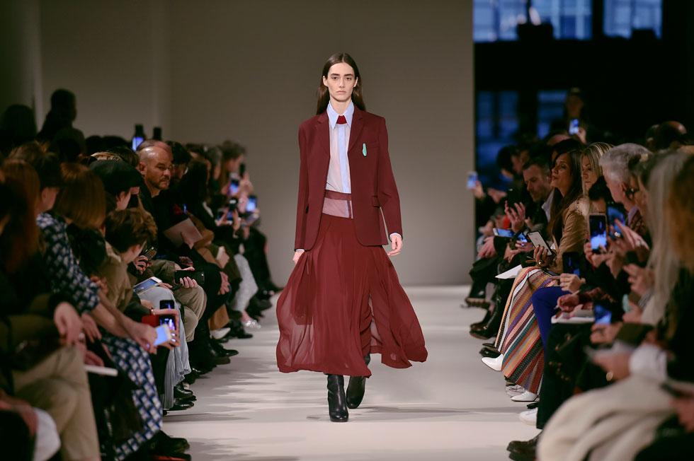 """""""לבגדים שלי יש אטיטיוד של חופש, ביטחון ועוצמה"""". התצוגה של ויקטוריה בקהאם (צילום: Gettyimages)"""