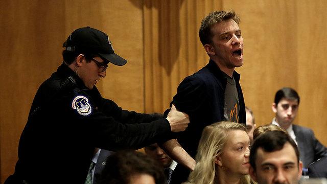 מחאה באולם (צילום: רויטרס)