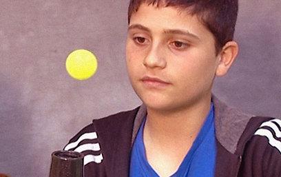 גם את ריחוף הכדור עקרון ברנולי לא מסביר, משום שמייבש השיער מוסיף אנרגיה למערכת (צילום מתוך סרטון מדע בבית)