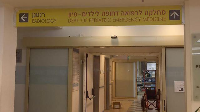 שיבא. הצוות הרפואי הבחין שמשהו לא בסדר עם הפעוט (צילום: רותם אליזרע) (צילום: רותם אליזרע)