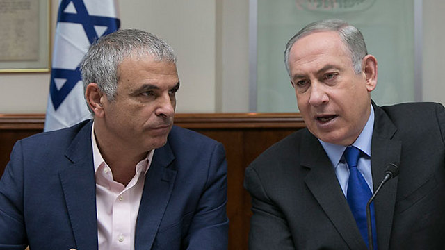 Finance Minister Kahlon (L) asked PM Netanyahu to set aside NIS 3.5 billion as budgetary reserve (Photo: Olivier Fitoussi)