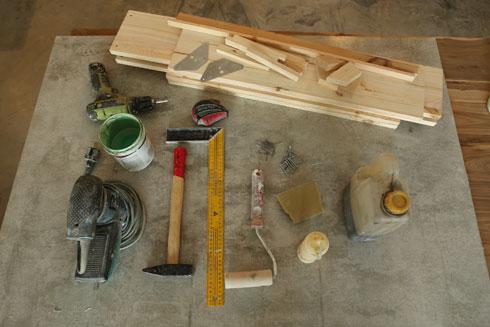 החומרים להכנת השידה (צילום: צביקה טישלר)