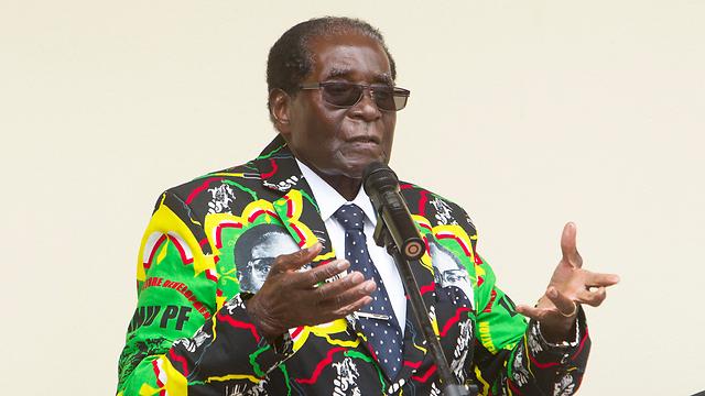 הנהיג את שחרור רודזיה מהקולוניאליזם הבריטי, אבל דרדר את זימבבואה והפך אותה למדינה ענייה עם שיעורי אינפלציה ועוני מן הגבוהים בעולם. רוברט מוגאבה (צילום: AP) (צילום: AP)