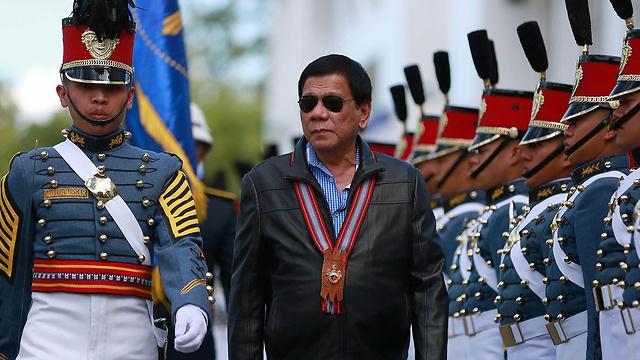 לנשיא הפיליפיני יתלוו בכירים במערכת הביטחון בארצו במטרה ללמוד מהניסיון הישראלי בתחום (צילום: EPA) (צילום: EPA)
