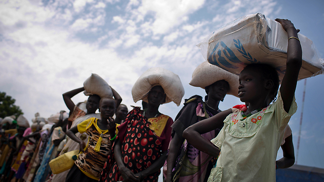 Standing in line for food in South Sudan (Photo: AP)