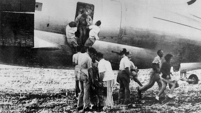 הטסת יהודי עיראק במסגרת מבצע מייקלברג ב-1947 (צילום: מייקלברג) (צילום: מייקלברג)